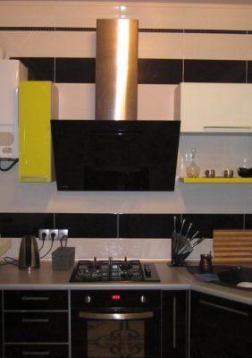 Кухни с крашеным стеклом
