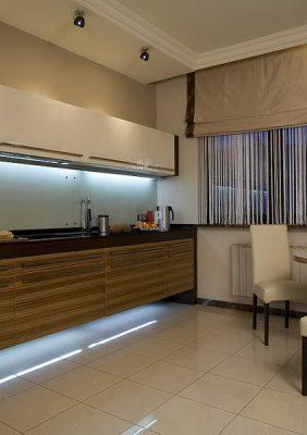 Кухня со шпонированными фасадами