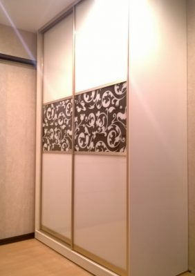 Шкаф с крашеными рисунками