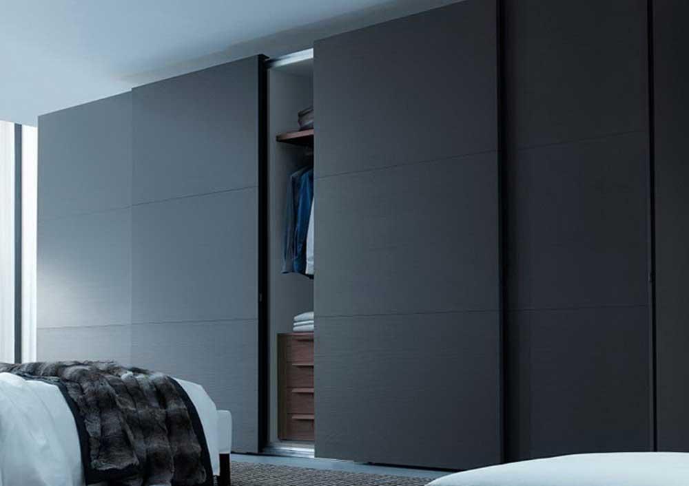 Современный шкаф-купе с фасадами из МДФ