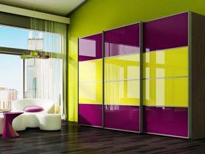 Двухцветный шкаф с крашеным стеклом