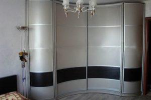 Комбинированные двери радиусного шкафа