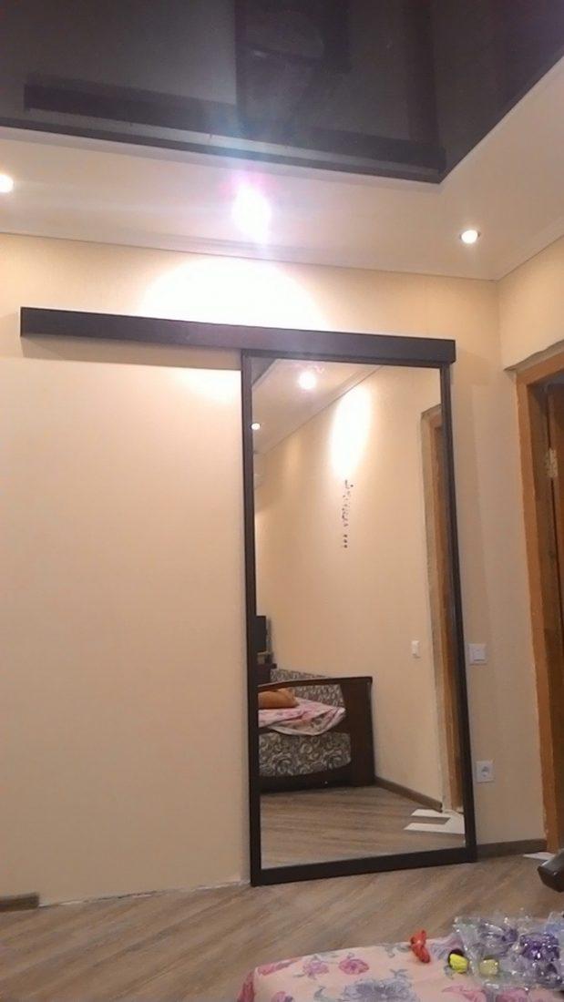 Раздвижная межкомнатная дверь с зеркалом