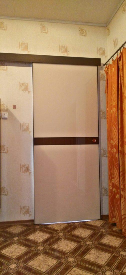 Раздвижная межкомнатная дверь с крашеным стеклом