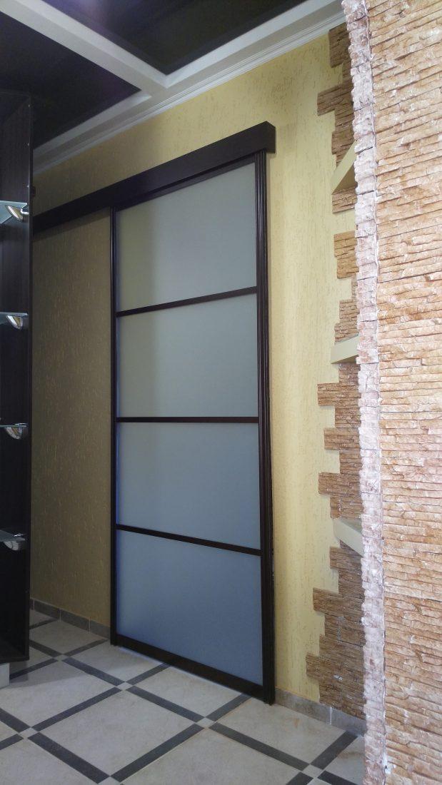 Раздвижная межкомнатная дверь с матовым стеклом
