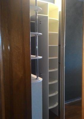 Шкаф с радиусными раздвижными дверями