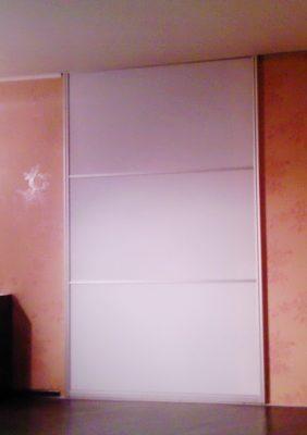 Раздвижная дверь с оргстеклом