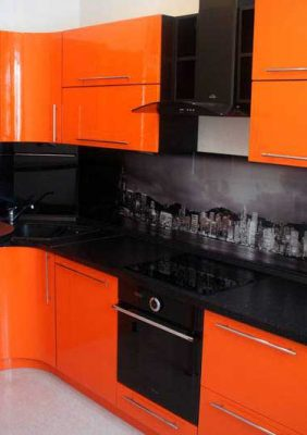 Кухня с пластиковыми фасадами