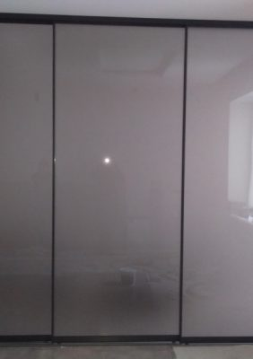 Раздвижная межкомнатная перегородка со стеклом