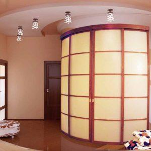 Радиусные двери с матовым стеклом