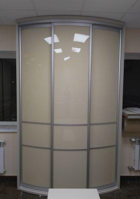 Радиусный шкаф с крашеным гнутым стеклом