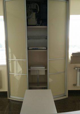 Шкаф с радиусными раздвижными дверями для офиса