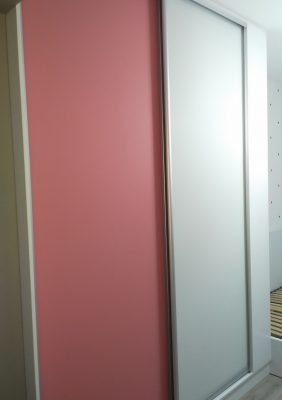 Шкаф в детскую с крашеным матовым стеклом