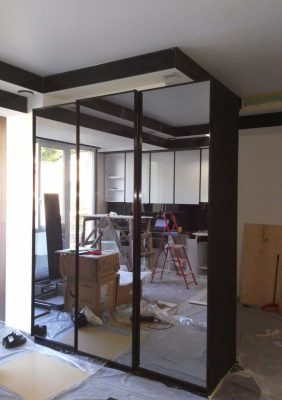 Шкаф с дверями из зеркала «графит»