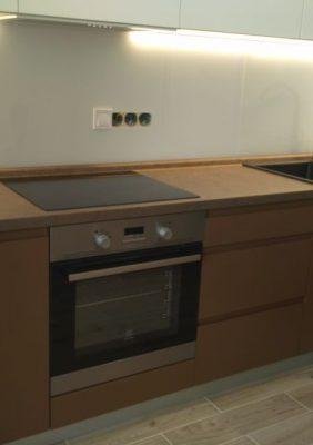 Кухня с крашеными матовыми фасадами и фрезерованными ручками(2)